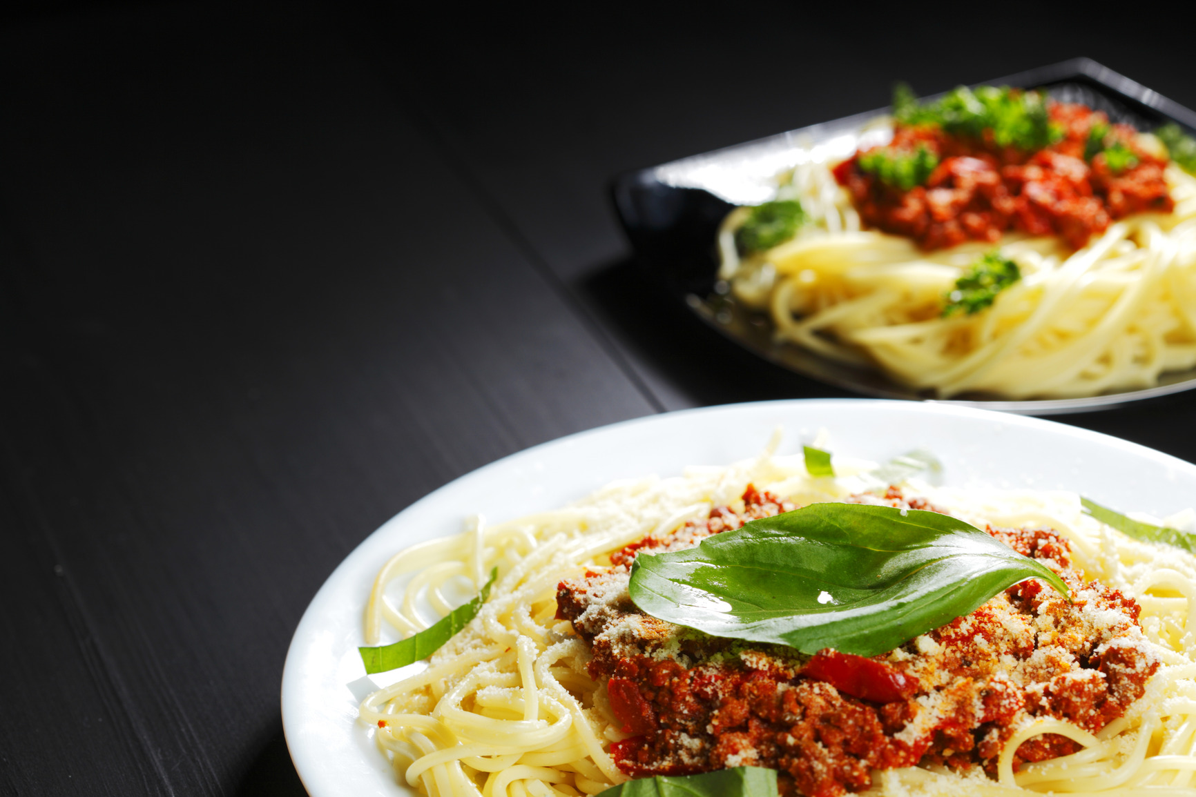 photodune-4874661-spaghetti-bolognese-with-basil-m1